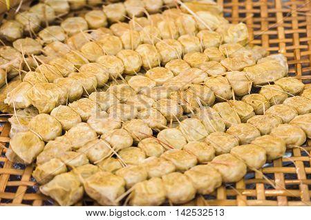 Crab meat roll (Hoi Jor) in threshing basket