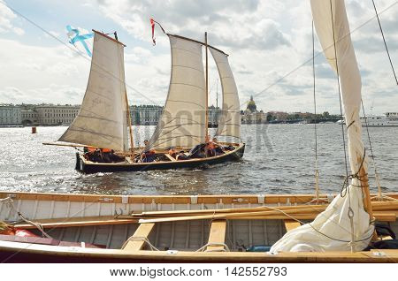 13.08.2016.Russia.Saint-Petersburg.Ancient boats go down the river under sail.