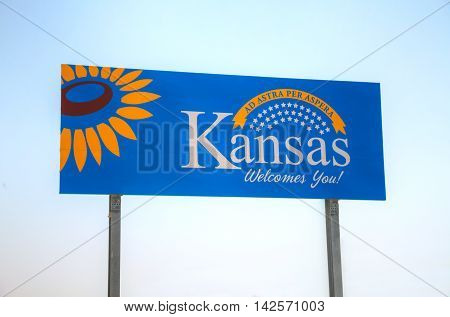 Kansas welcomes you sign at he state border