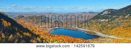 Lake and Autumn foliage in White Mountain, NH