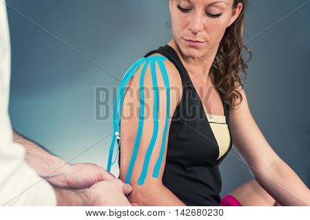 Treating Shoulder With Kinesio Tape