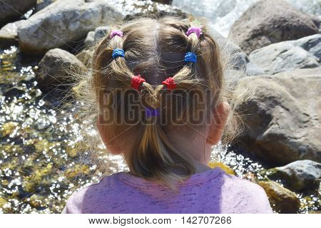 to plunge into the world of childhood, fun hairstyle girls