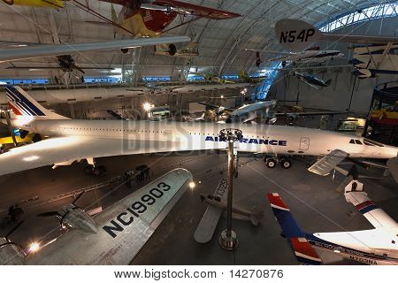 O Steven F. Udvar-hazy Center - National Air And Space Museum