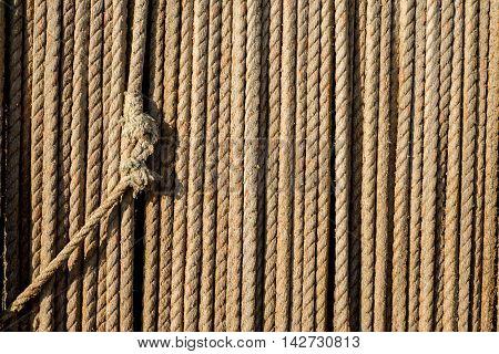 Knot In Fibre Roap