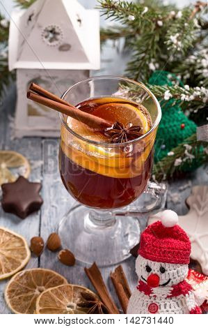 Christmas mulled wine with lemon slice, anise and cinnamon sticks and decorations