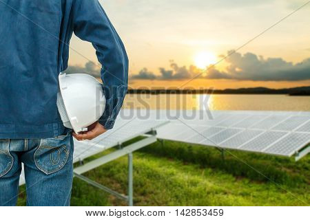 The engineering and safety helmets stood on the details of photovoltaic modules for renewable energy