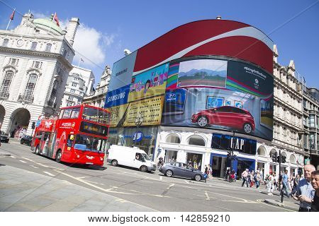 Site Seeing Bus Passes Large Screen In Piccadilly Circus