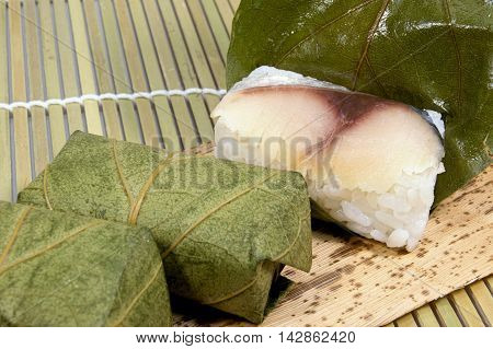 This is the leaf sushi of persimmon.