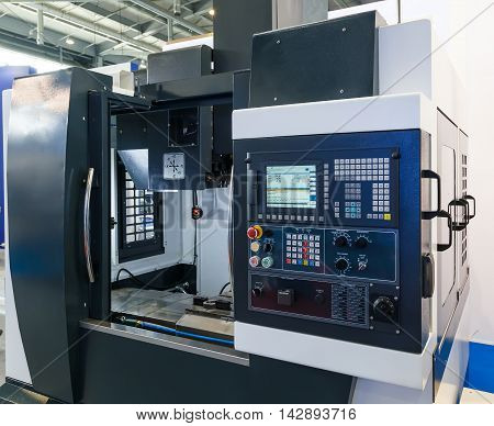 industrial equipment of cnc milling machine center