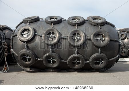 rubber fenders for ships blacks
