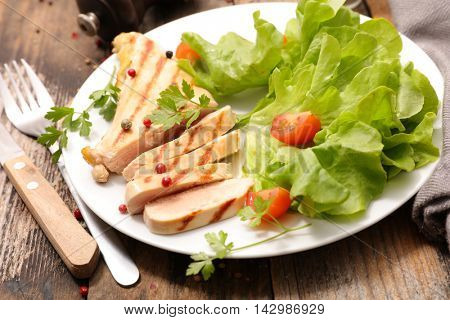 griled chicken breast and salad