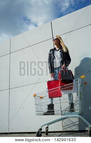 Shopper in cart