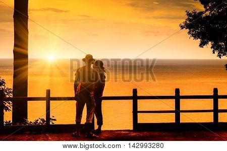 Silhouette of romantic lovers on seascape backgroundslove concept
