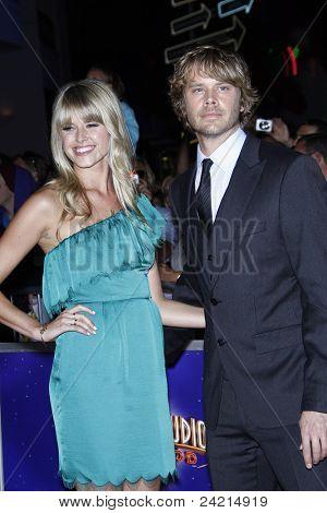 Los Angeles, ca oct 10: Eric christian Olsen; Sarah Wright bei der Premiere von universal pictures