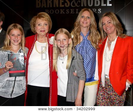 LOS ANGELES - JUN 21:  B Bell's Daughters with Lee Bell, Lauralee Bell, Maria Bell at a booksigning for