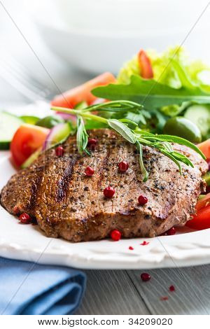 Grilled beef steak with fresh vegetables