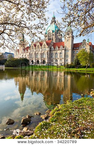 Neus Rathaus Hannover, The