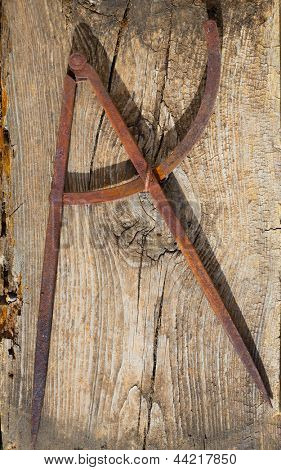 Drawing compass old in rusted iron vintage carpenter tool on retro wood