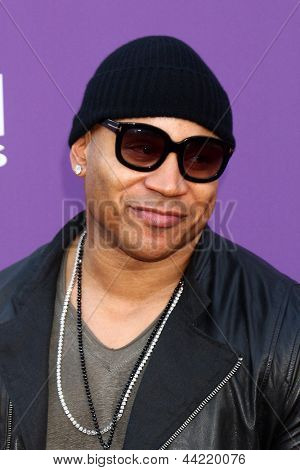 LAS VEGAS - MAR 7:  LL Cool J arrives at the 2013 Academy of Country Music Awards at the MGM Grand Garden Arena on March 7, 2013 in Las Vegas, NV