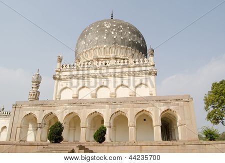 Tomb of Hayat Bakshi Begum