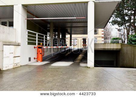 Entrada de estacionamiento
