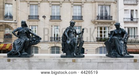 Musee D'orsay Museum Outside Statues