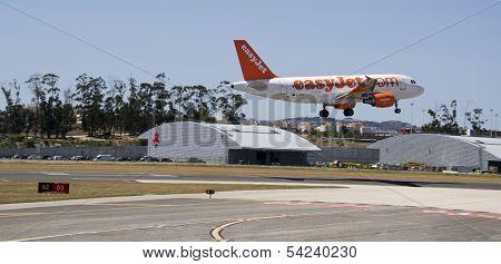 EasyJet Airbus 320 Landing