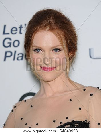 LOS ANGELES - OCT 19:  Darby Stanchfield arrives to