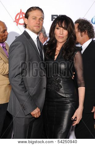 LOS ANGELES - SEP 07:  Charlie Hunnam & Katey Segal arrives to
