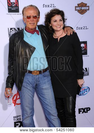 LOS ANGELES - SEP 07:  Peter Weller & Sheri Stowe arrives to