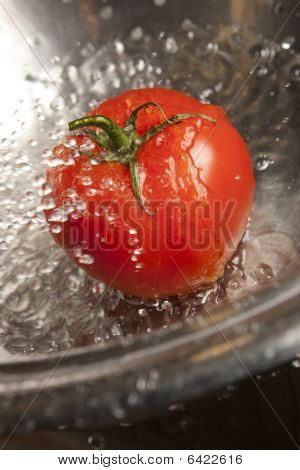 Tomato with Water Splash