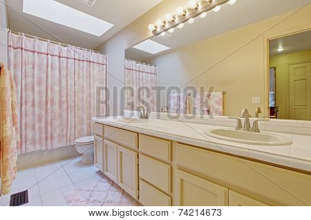 Light Tone Bahtroom With Pink Curtain And Rug