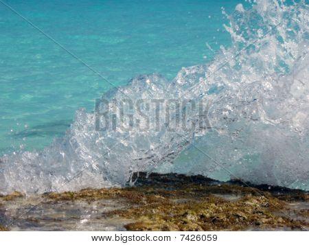 Wave Breaking on Reef