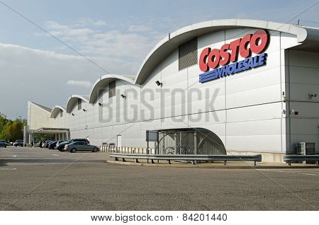 Costco Warehouse shop, Reading