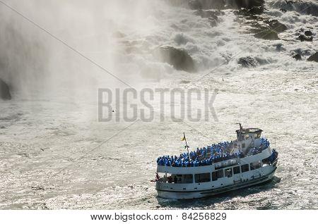 Cruise Boat  With People Facing The Niagara Falls