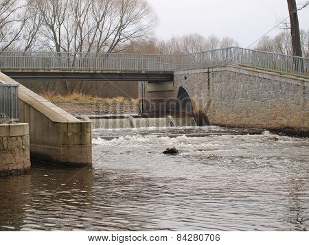 Device To Regulate The Water Level