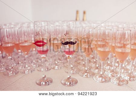 Glasses For Bride And Groom And Guests Filled With Campagne