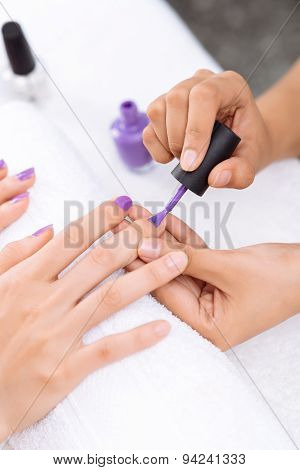 Applying Nail Varnish