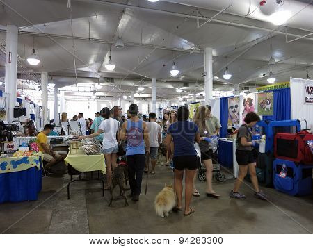 People And There Pets Explore Booths Pet Expo