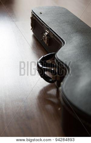Closed lectric guitar  case