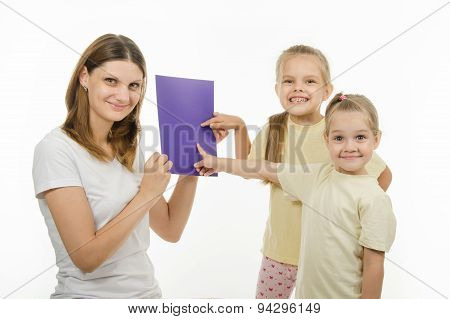 Happy Children Guess The Color Image