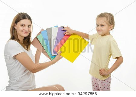 Mom Teaches A Child The Correct Color Perception
