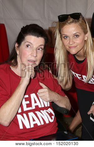 LOS ANGELES - OCT 16:  Nanci Ryder, Reese Witherspoon at the ALS Association Golden West Chapter Los Angeles County Walk To Defeat ALS at the Exposition Park on October 16, 2016 in Los Angeles, CA