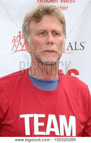 LOS ANGELES - OCT 16:  Peter Horton at the ALS Association Golden West Chapter Los Angeles County Walk To Defeat ALS at the Exposition Park on October 16, 2016 in Los Angeles, CA