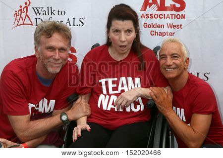 LOS ANGELES - OCT 16:  Peter Horton, Nanci Ryder, Jay D. Schwartz at the Los Angeles County Walk To Defeat ALS at the Exposition Park on October 16, 2016 in Los Angeles, CA