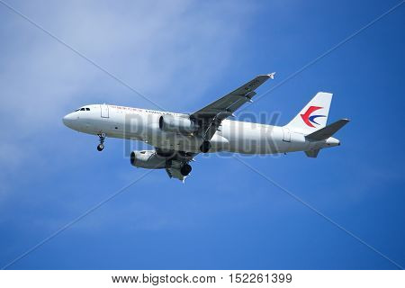 CHIANGMAI, THAILAND -OCTOBER 7 2015: B-6559 Airbus A320-200 of China Eastern Airline Landing to Chiangmai Airport from shanghai.