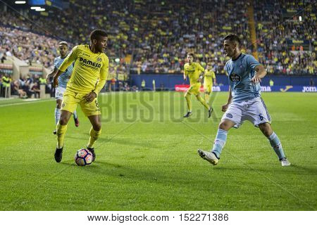 VILLARREAL, SPAIN - OCTOBER 16th: Dos Santos with ball during La Liga soccer match between Villarreal CF and R.C. Celta de Vigo at El Madrigal Stadium on October 16, 2016 in Villarreal, Spain