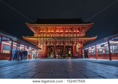 SENSOJI TEMPLE, JAPAN - OCTOBER 11 ,2016 :: The Kaminarimon (Thunder Gate), the gate of Sensoji Temple and the symbol of Asakusa at Night , Tokyo, Japan. October 11 2016