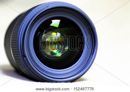 macro reflections in the glass and bokeh photo black lens