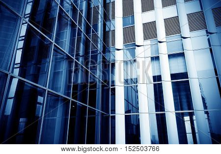 square side of pane in business center